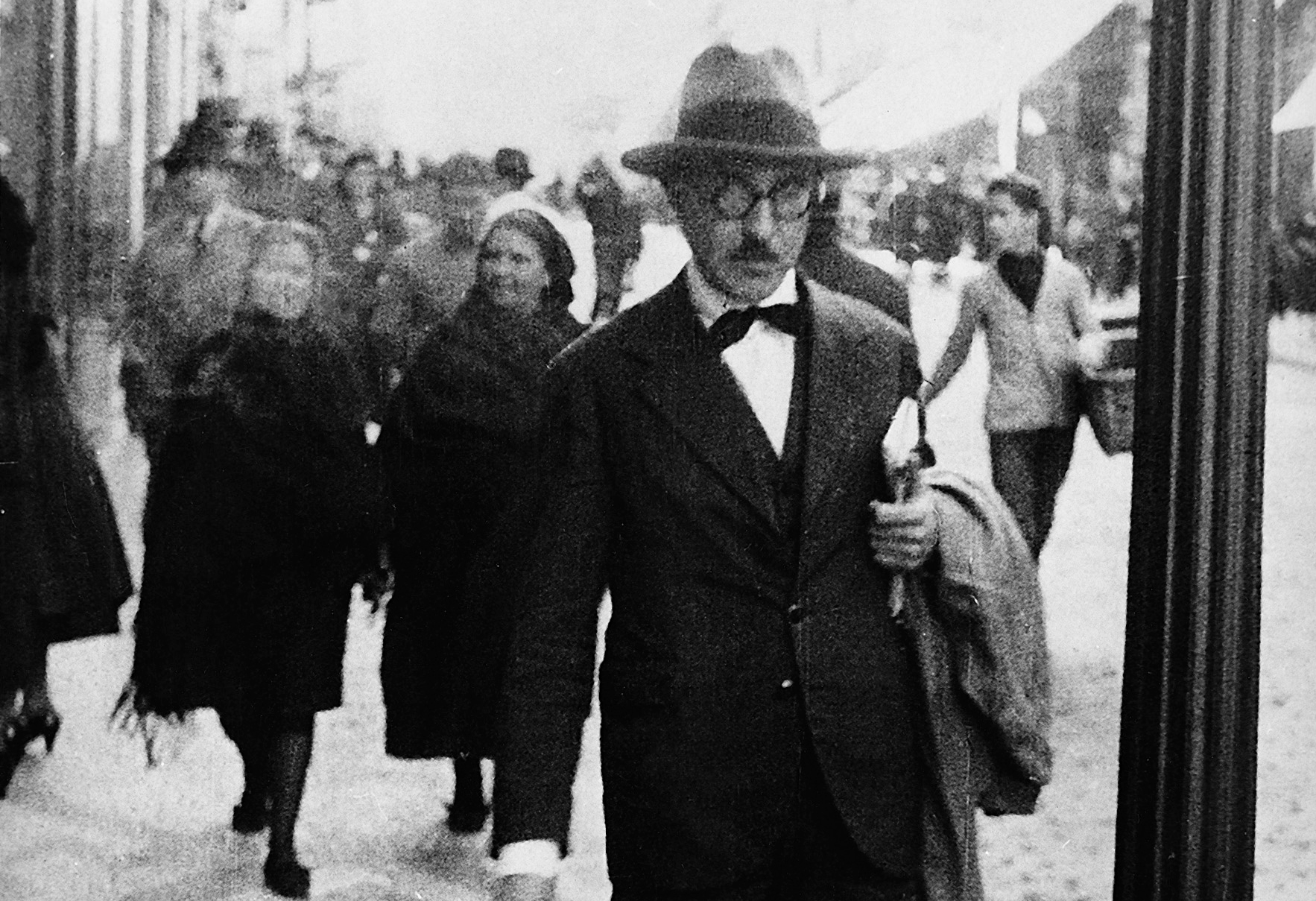 black-and-white photo of portuguese author fernando pessoa walking in lisbon, 1920s or 1930s