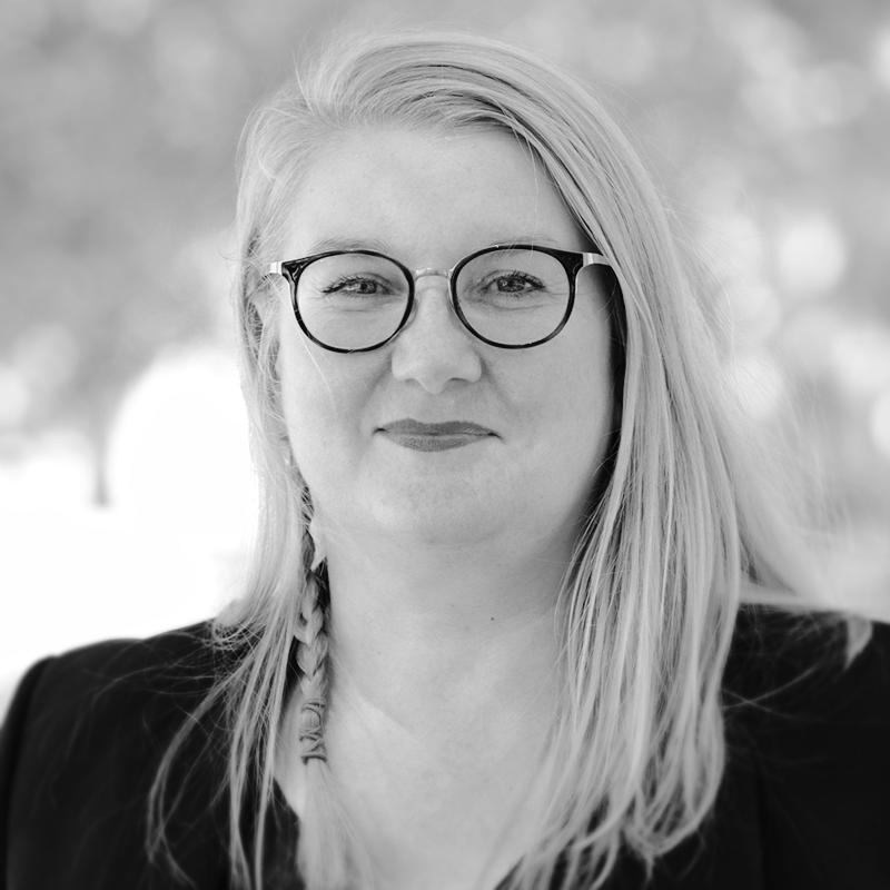 black-and-white profile picture of Martina Gödel