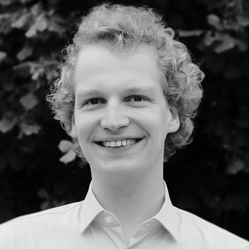 black-and-white profile picture of Moritz Eßer
