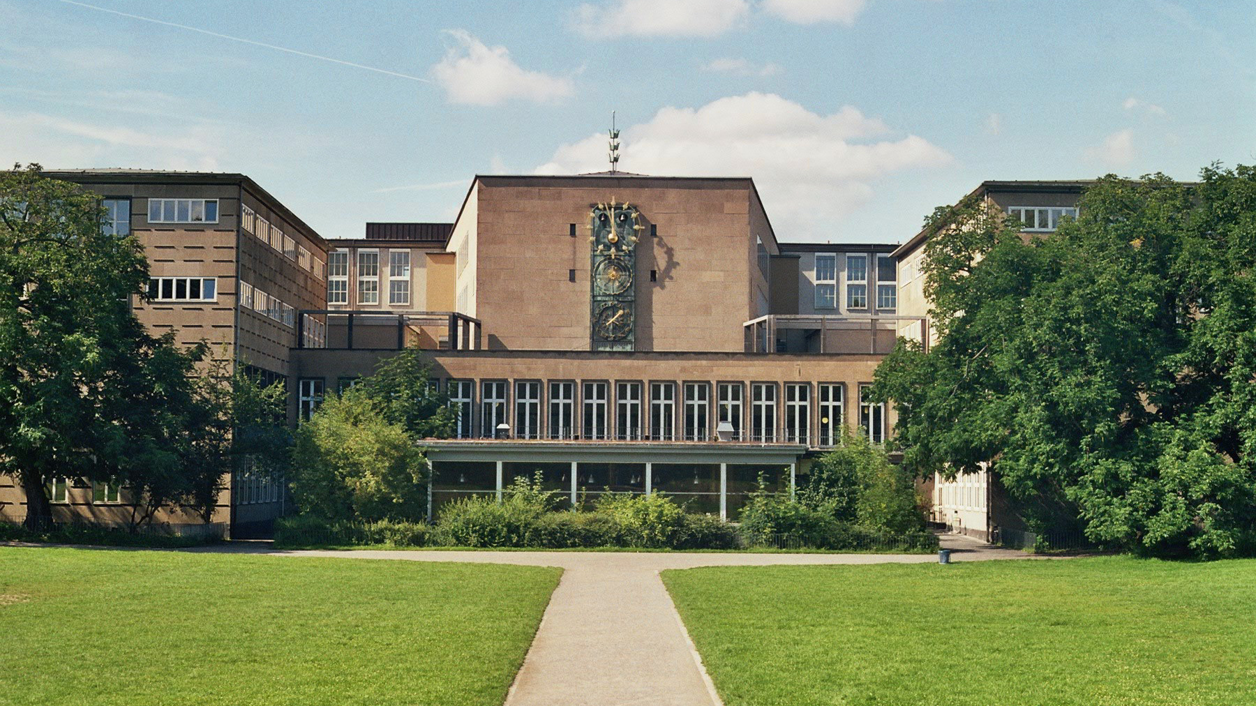 photo of a building from the University of Cologne